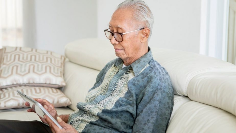 COMPUTERS, TABLETS, AND MOUSES FOR PARKINSON'S PATIENTS